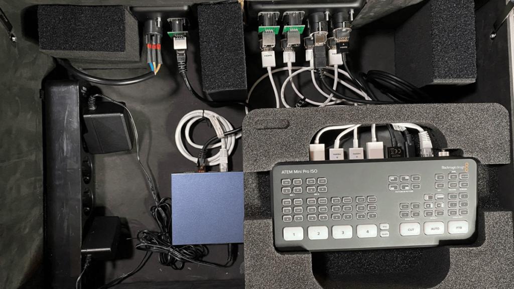 Indeling van de flight case voor de ATEM Mini Pro ISO.