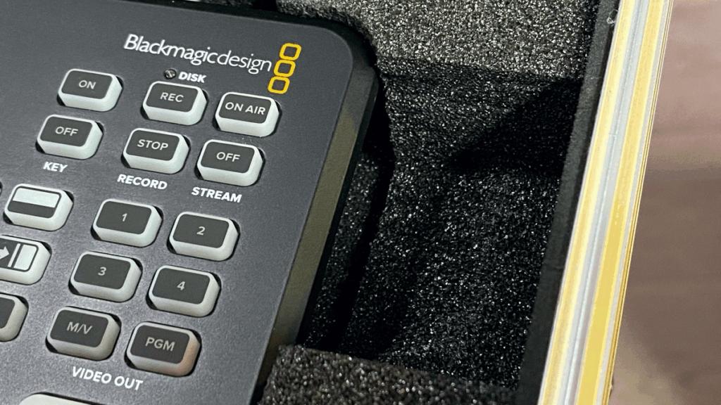 Uitsparingen voor de ventilatie in de ATEM Mini inlay.