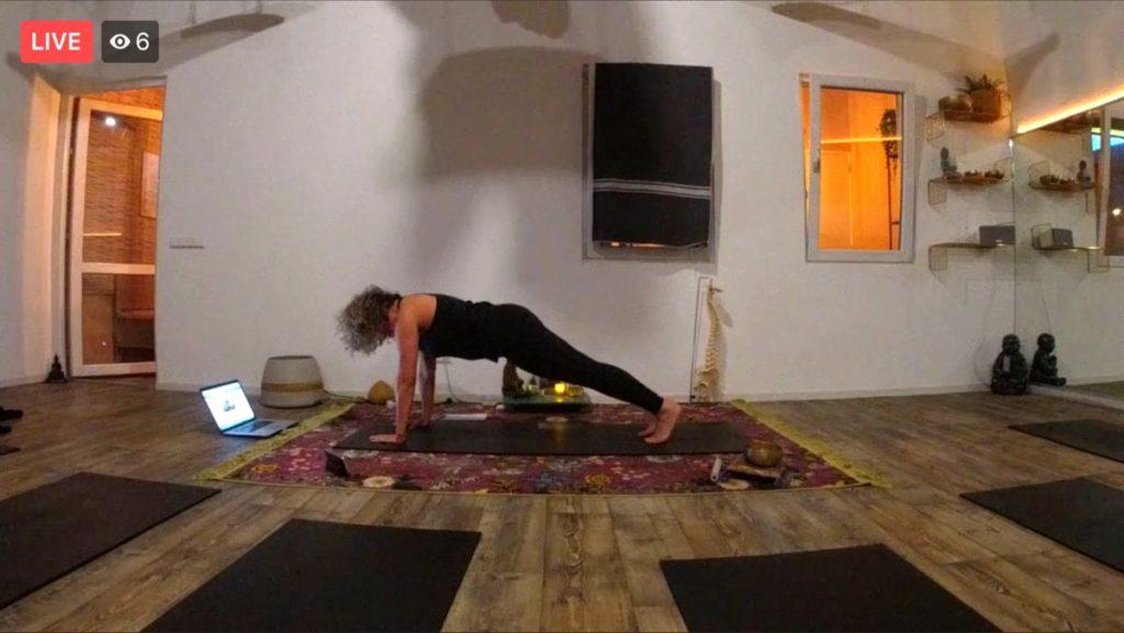 Yogastudio online volgen met Facebook Live.