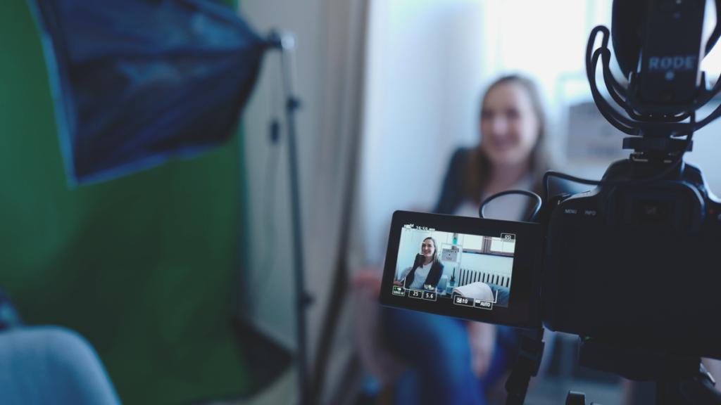 Voor een webinar heb je een camera nodig en wil je meestal je presentatie of scherm delen.