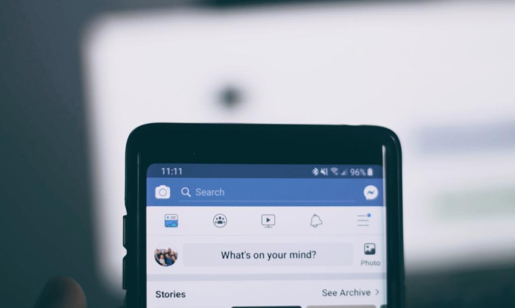 Veel mensen gebruiken Facebook. Daardoor kun je een grotere doelgroep eenvoudig bereiken.